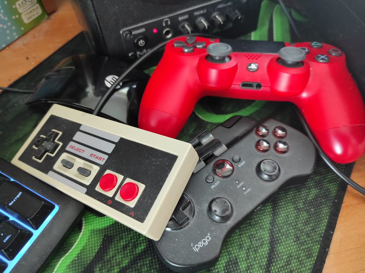 Several game pads NES PS4 and android bluetooth